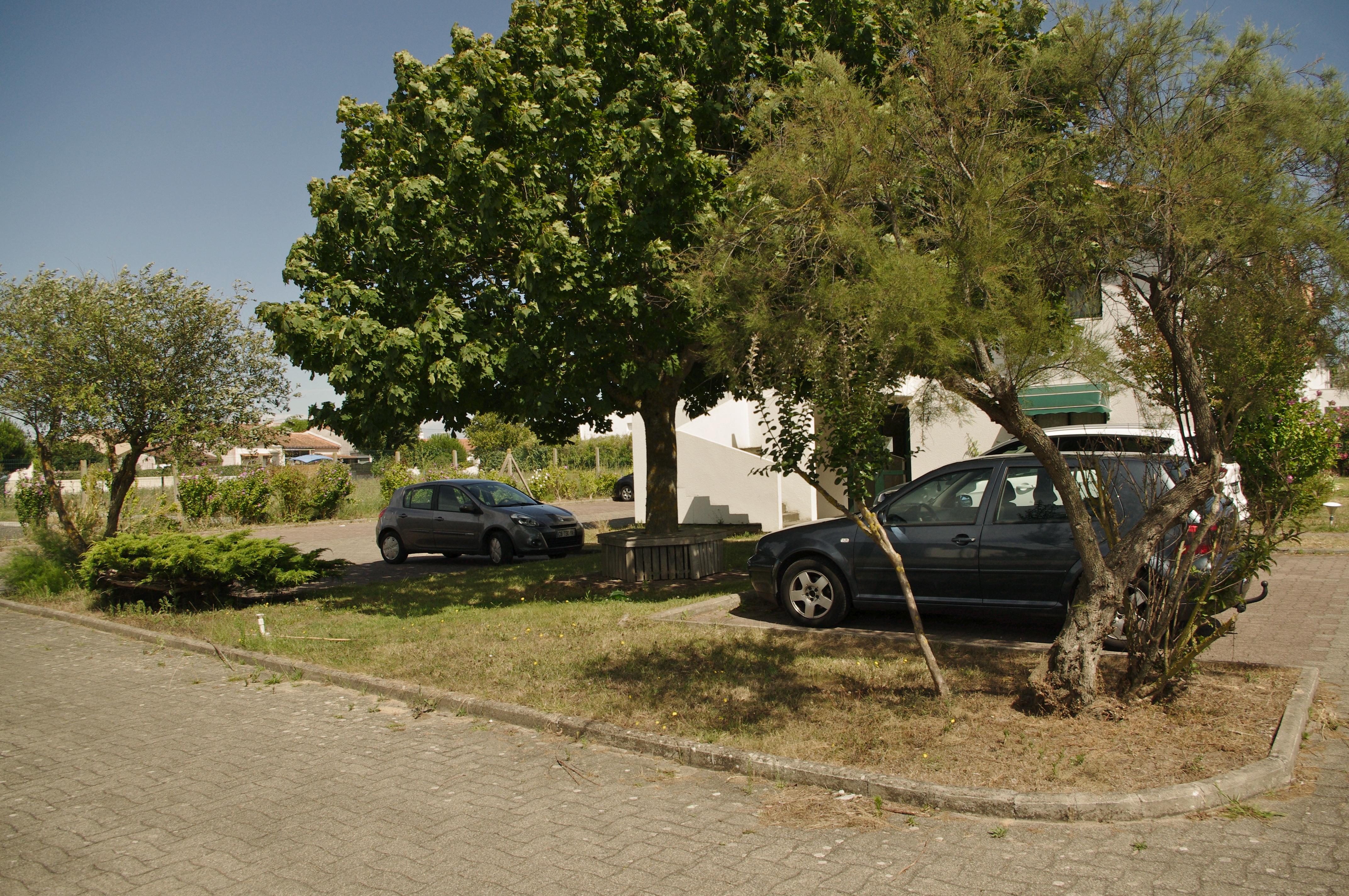 parking priv h tel les jardins d 39 ol ron. Black Bedroom Furniture Sets. Home Design Ideas